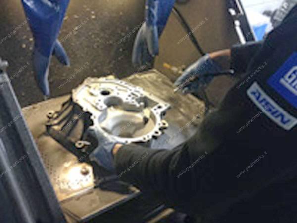 Gearworks - Lavaggio campane e componenti del cambio manuale