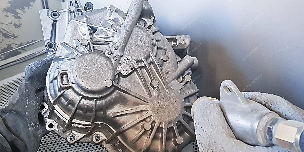 Attrezzature Gearworks - Macchina sabbiatura campane cambi auto lavorazione