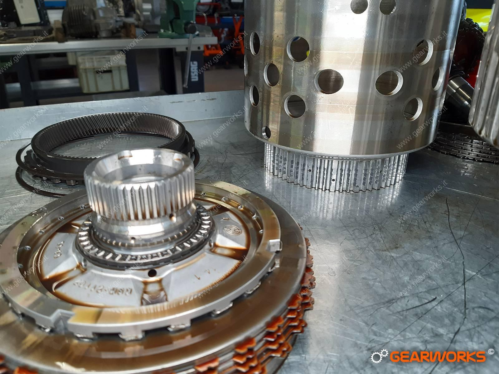 PROBLEMA CAMBIO AUTOMATICO TIPTRONIC, PROBLEMA CAMBIO 8HP65A, REVISIONE CAMBIO AUTOMATICO AUDI Q7, PROBLEMA CAMBIO PORSCHE CAYENNE, PROBLEMA CAMBIO AUDI Q7, PROBLEMA TIPTRONIC AUDI, REVISIONE CAMBIO AUTOMATICO Q7, CAMBIO AUTOMATICO ROTTO Q7, CAMBIO AUTOMATICO ROTTO PORSCHE CAYENNE, ERROR AUDI P2787, AUDI P2787, AUDI P2702, AUDI P0730, AUDI P07DD, AUDI P07DF, AUDI P0716, ERROR FRICTION C, PROBLEMA CAMBIO AUTOMATICO, BERGAMO, OFFICINA SPECIALIZZATA, GARANZIA